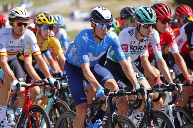 Enric Mas rueda junto al resto del pelotón durante la sexta etapa del Tour de Francia
