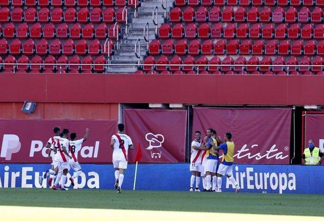 Fútbol/Segunda.- (Crónica) El Rayo Vallecano se lleva el duelo de aspirantes en