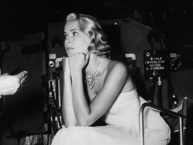 American Actress Grace Kelly On The Set Of 'To Catch A Thief', Some Of Which Was Filmed On The Riviera, Where She Met Prince Rainier Of Monaco, Whom She Later Married.
