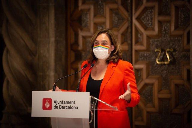 L'alcaldessa de Barcelona, Ada Colau, durant una conferència de premsa a l'Ajuntament de Barcelona.