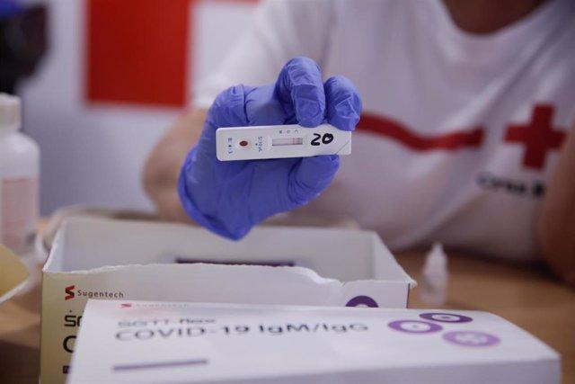 100.000 docentes y personal de los centros educativos comienzan los test anticuerpos de Covid en Madrid