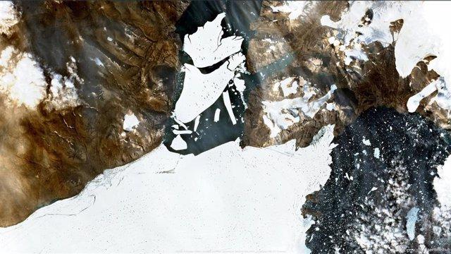 Desintegración de 79N, el mayor remanente de hielo flotante en el Ártico.
