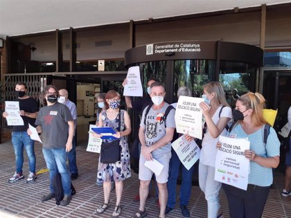 Los sindicatos exploran una huelga de profesores si no hay más medidas en  Educación