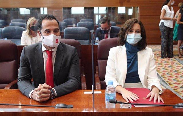 El vicepresidente y la presidenta de la Comunidad de Madrid, Ignacio e Isabel Díaz Ayuso, antes del comienzo del debate del Estado de la Región