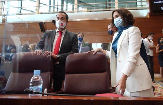El vicepresidente y la presidenta de la Comunidad de Madrid, Ignacio e Isabel Díaz Ayuso, antes del comienzo del debate del Estado de la Región, en la Asamblea de Madrid