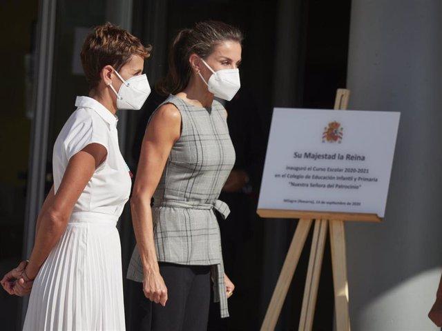 La presidenta de Navarra, María Chivite, y la Reina Letizia a su llegada al colegio infantil CEIP Ntra. Sra. del Patrocinio, con motivo de la inauguración del curso escolar 2020-2021, en Milagro, Navarra (España), a 14 de septiembre de 2020.