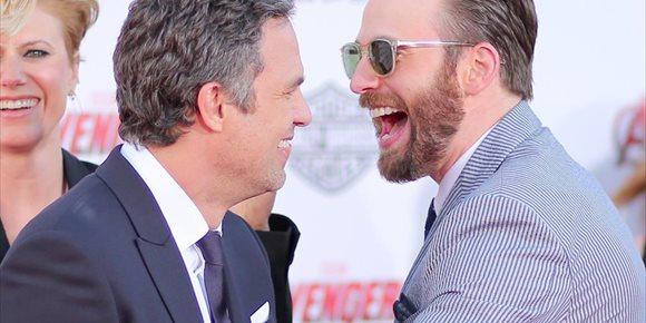 4. Mordaz respuesta de Mark Ruffalo (Hulk) a las comprometidas fotos de Chris Evans (Capitán América) en Instagram