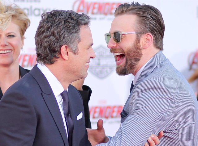 Mark Ruffalo y Chris Evans en la premiere de Avengers: Age Of Ultron