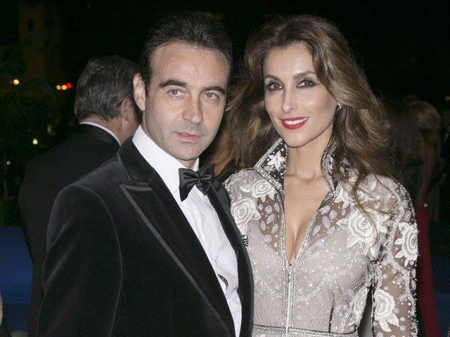 Enrique Ponce y Paloma Cuevas cuando formaban uno de los matrimonios más enamorados y unidos del papel couché