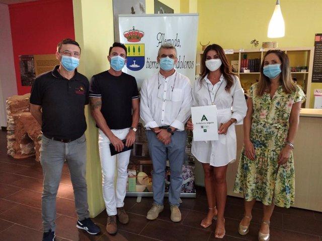 La delegada territorial de Turismo, Regeneración, Justicia y Administración Local en Málaga, Nuria Rodríguez, ha visitado hoy en Alameda