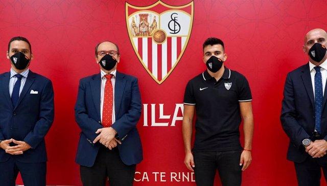 Fútbol.- El Sevilla se refuerza con el internacional argentino Marcos Acuña