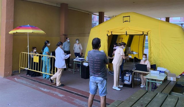 Puesto para pruebas PCR en el barrio La Inmobiliaria de Torrelavega