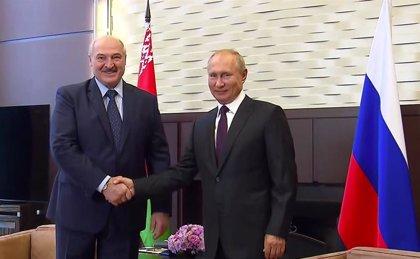 Bielorrusia.- Putin reafirma ante Lukashenko su apoyo político y económico al actual Gobierno bielorruso