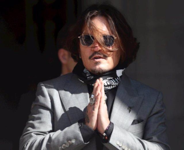 Johnny Depp a la salida del juzgado