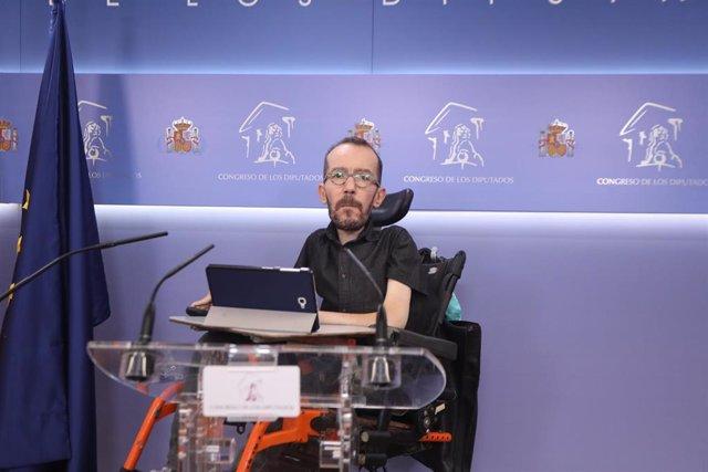 El portavoz de Podemos en el Congreso de los Diputados, Pablo Echenique, interviene durante la rueda de prensa convocada ante los medios antes de la celebración de la Junta de Portavoces en la Cámara Baja, en Madrid (España), a 8 de septiembre de 2020.