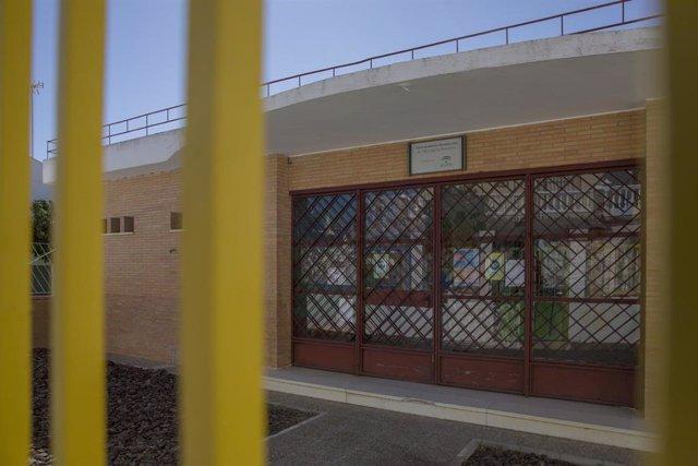 Fachada de la escuela infantil cerrada por el positivo en Covid-19 de la directora