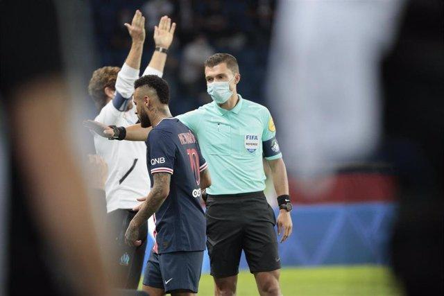 Neymar abandona el campo tras ser expulsado en el PSG-Olympique de Marsellla