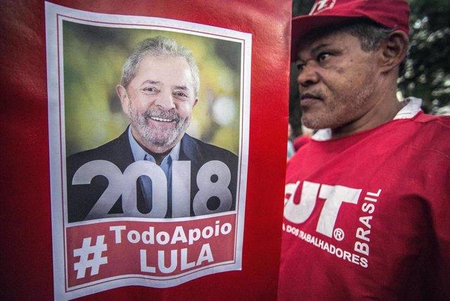 Manifestación en Sao Paulo en apoyo del expresidente de Brasil, Lula da Silva.