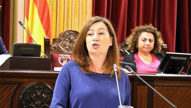 La presidenta del Govern, Francina Armengol, en el Parlament.