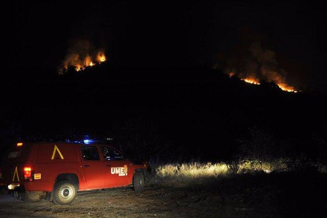 Bomberos de le UME en el incendio de Vilariño de Conso en Ourense donde se ha declarado la situación 2 de emergencia dada la proximidad del fuego a núcleos de población. En Vilariño de Conso (Ourense) a 14 de septiembre de 2020.