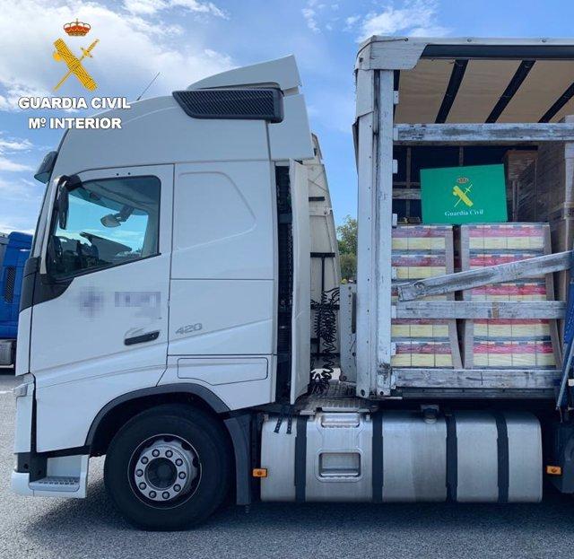 Intervenidas en la frontera de Irun (Gipuzkoa) tres toneladas de vino portugués