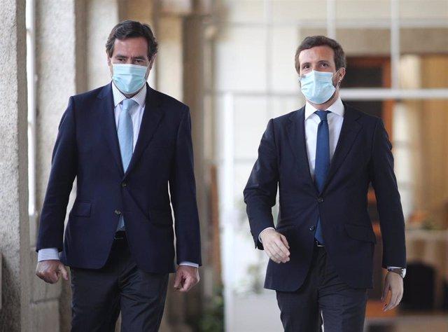 (I-D) El presidente de la CEOE, Antonio Garamendi y el presidente del Partido Popular, Pablo Casado