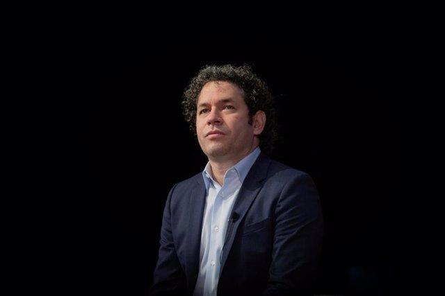 El director venezolano, Gustavo Dudamel, durante la presentación del filme inmersivo 'Symphony' en CosmoCaixa, Barcelona, a 15 de septiembre de 2020. 'Symphony' se podrá ver gratuitamente, pero con reserva previa, hasta el 8 de octubre en CosmoCaixa.