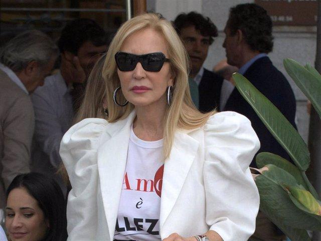 Carmen Lomana, en una imagen de archivo, presumiendo de estilo y elegancia por las calles de la capital