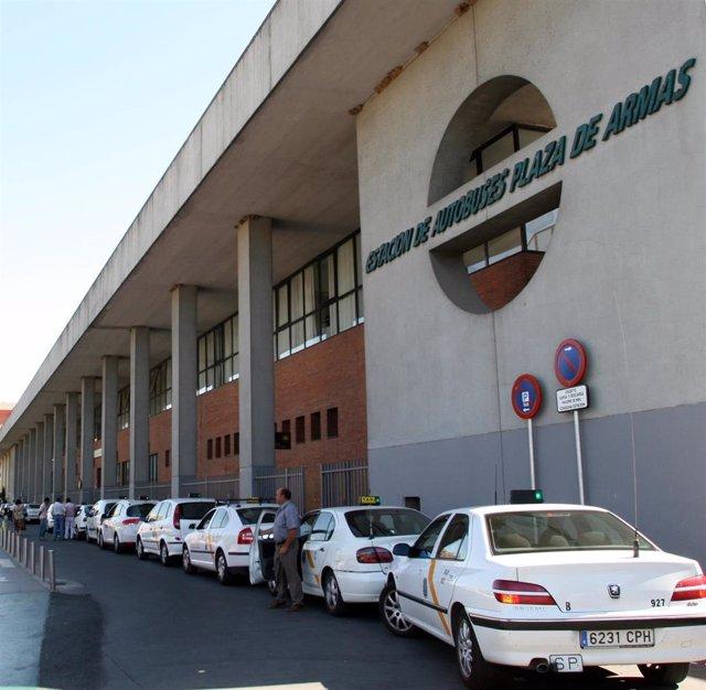 Imagen de archivo de taxis en la Estación de Plaza de Armas de Sevilla