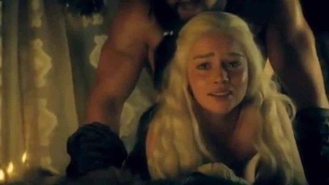 Daenerys Targaryen en la escena más polémica de la primera temorada de Juego de tronos