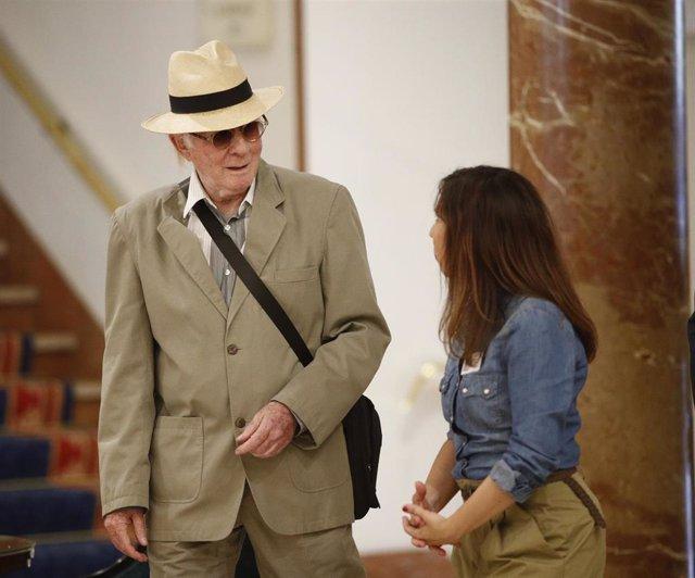 El músico y actor teatral español, líder del grupo musical 'Los Canarios', Teddy Bautista, llega a una Asamblea General Ordinaria en el Hotel Intercontinental de Madrid.