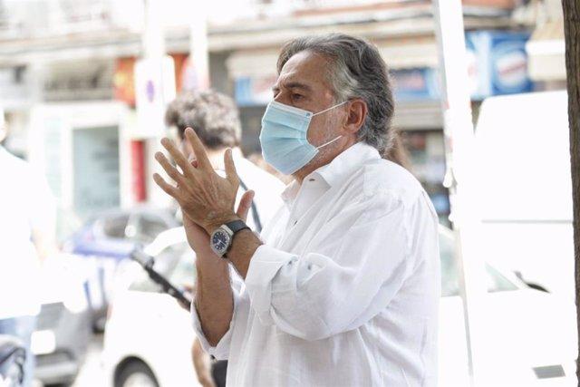 El portavoz socialista en el Ayuntamiento de Madrid, Pepu Hernández, en una concentración a favor de la sanidad pública