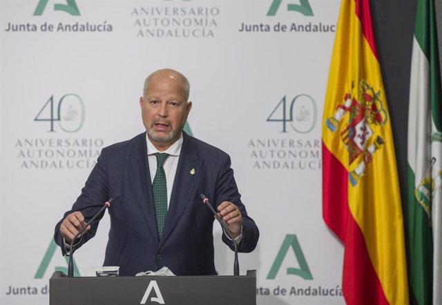 El consejero de Educación y Deporte, Javier Imbroda,  comparecen en la rueda de prensa posterior a la reunión semanal del Consejo de Gobierno de la Junta de Andalucía. En el Palacio de San Telmo. Sevilla a15 de septiembre del 2020