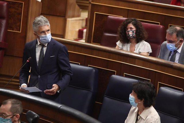 El ministro del Interior, Fernando Grande-Marlaska, interviene en la primera sesión de control al Gobierno en el Congreso