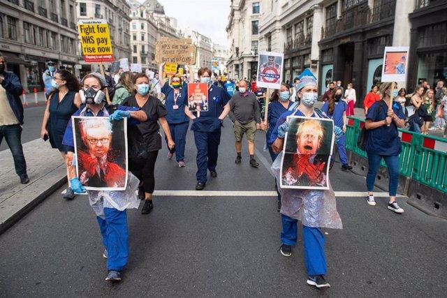 Manifestación de trabajadores sanitarios en Londres