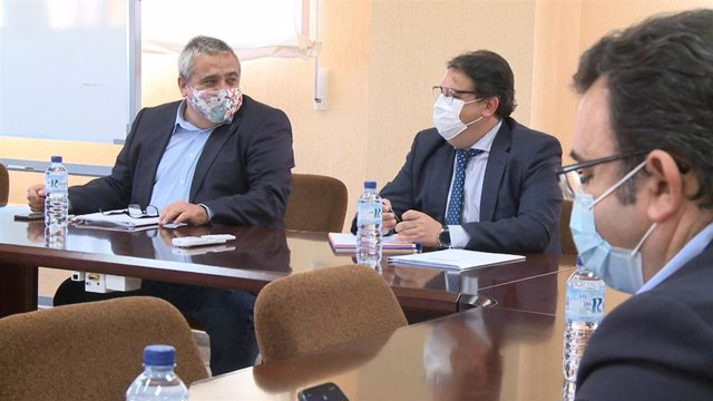 El rector de la UEx, Antonio Hidalgo, y el vicepresidente segundo y consejero de Sanidad de la Junta, José María Vergeles, en la reunión de la Comisión paritaria SES-UEX