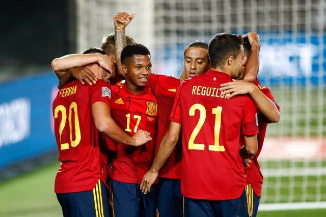 Fútbol.- Ansu Fati, Ferran Torres, Rodrygo y Vinicius entran en la lista de 40 c