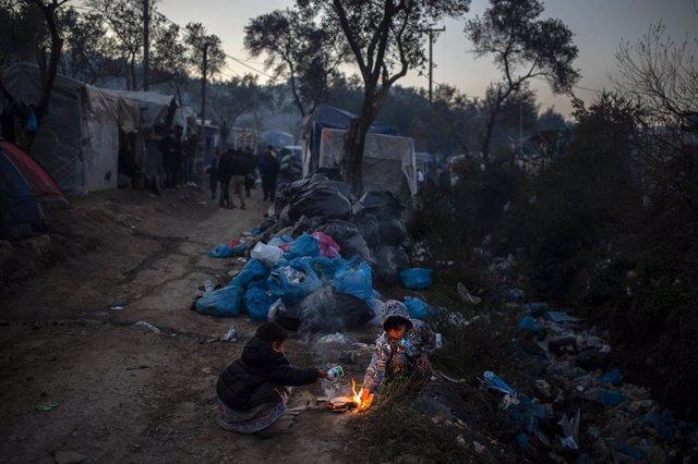 Grecia.- Registrado un incendio cerca de un campamento de refugiados en la isla