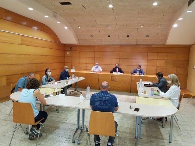 El conseller d'empresa i Coneixement, Ramon Tremosa, es reuneix amb representants sindicals, alcaldes i l'adreça de Saint-Gobain per l'ERE presentat en la planta de L'Arboç (Tarragona).