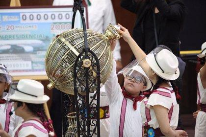 México.- Hospitales públicos y una escuela rural, algunos de los premiados en la rifa del avión presidencial de México