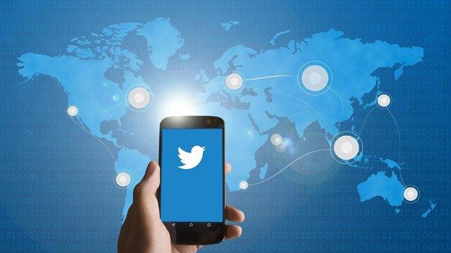 Twitter crea un hub con información en inglés y español sobre las elecciones de