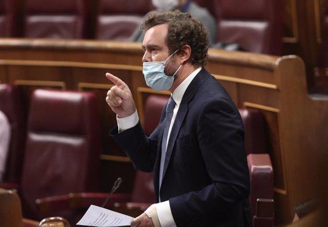 El diputado de Vox, Iván Espinosa de los Monteros, interviene durante una sesión plenaria en el Congreso de los Diputados.