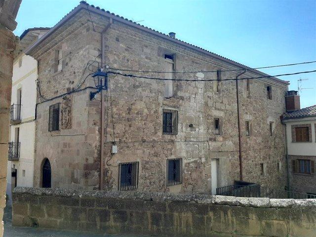 Exterior del antiguo hospital de peregrinos de Cirauqui