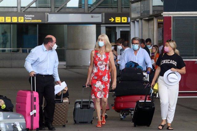 Llegadas de británicos al aeropuerto de la capital de la Costa del Sol, En Málaga (Andalucía, España), a 27 de julio de 2020.