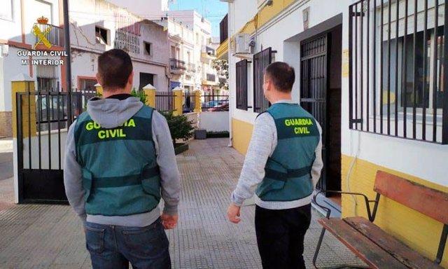 Agentes de la Guardia Civil de Isla Cristina (Huelva).