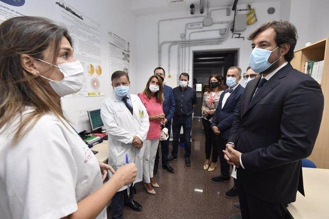 El consejero de Empleo, Investigación y Universidades, Miguel Motas, visita a los investigadores del IMIB que trabajan en proyectos sobre la Covid-19 y que han recibido financiación de la Fundación Séneca
