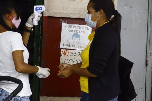 Comprobación de temperatura en la localidad venezolana de Carabobo