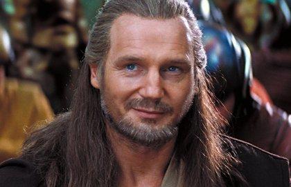 """Liam Neeson (Qui-Gon Jinn) está """"muy orgulloso"""" de Star Wars: La Amenaza Fantasma y defiende a Jar Jar Binks"""