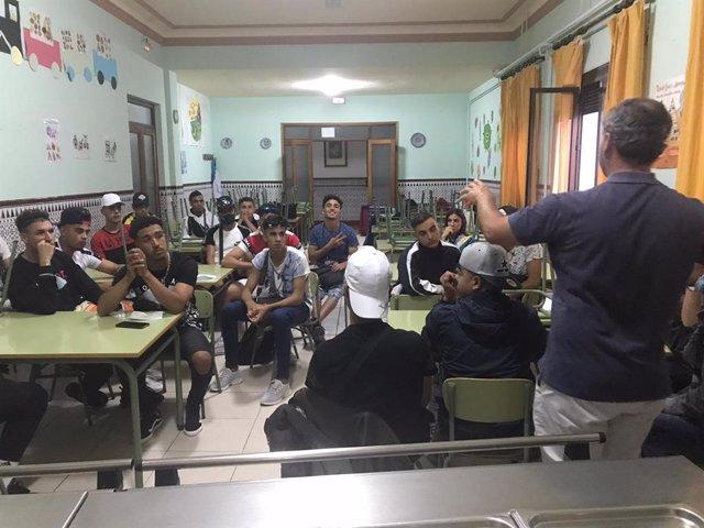 Jóvenes migrantes participantes en un programa de la Fundación Safa