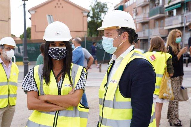 La vicealcaldesa de Madrid, Begoña Villacís, y el delegado de Desarrollo Urbano, Mariano Fuentes